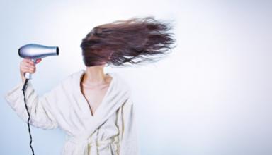 Jak zregenerować zniszczone włosy