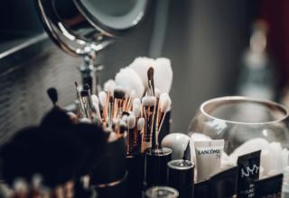 Organizacja toaletki-miejsce dla Twoich kosmetyków!