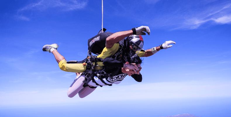 Pomysł na prezent na święta - skok ze spadochronem