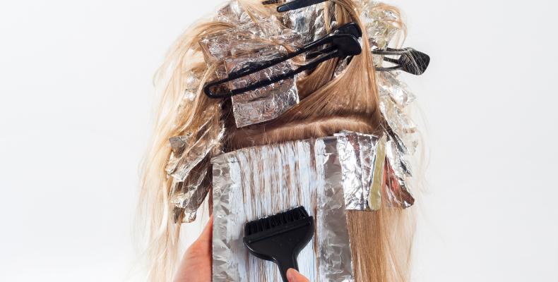 Objętość włosów a zabiegi chemiczne