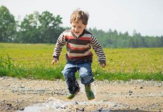 najlepsze zabawy dla dzieci na świeżym powietrzu