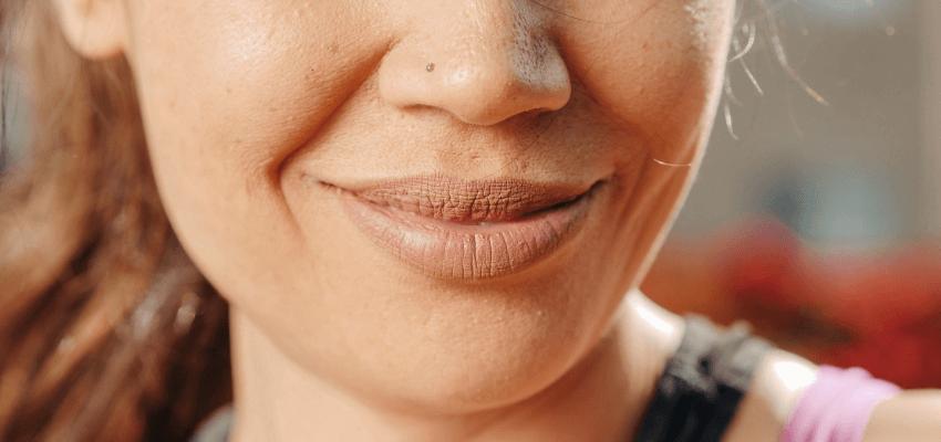 Jak dbać o wysuszone usta? Zobacz domowe sposoby na suche wargi!